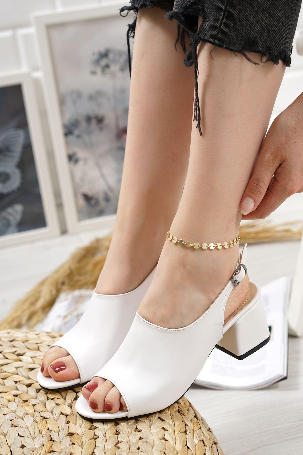 Afro Beyaz Mat Deri Kadın Topuklu Ayakkabı