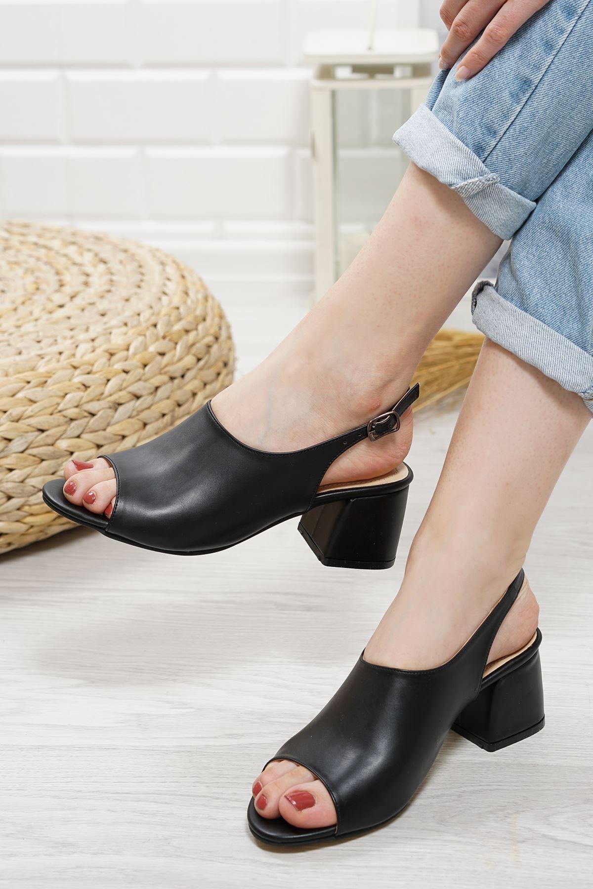 Afro Siyah Mat Deri Kadın Topuklu Ayakkabı