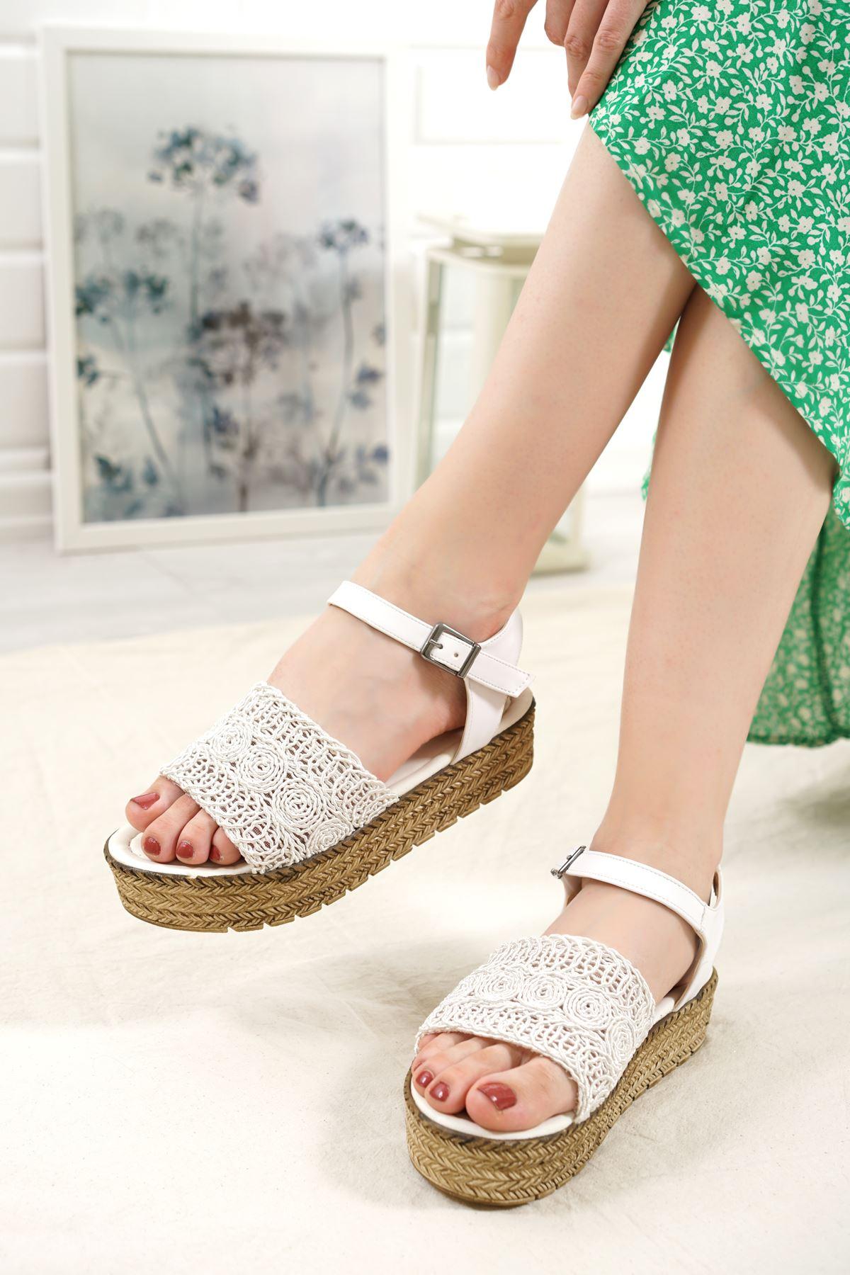 Nios Beyaz Dantel Kadın Sandalet